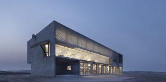 Η βιβλιοθήκη φωτισμένη / Φωτογραφία: Vector Architects